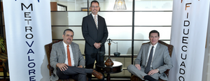 De izquierda a derecha: Alvaro Paéz (Representante Legal FiduEcuador), Ulises Alvear (Presidente MetroValores, Julio Mera (Gerente FiduEcuador)