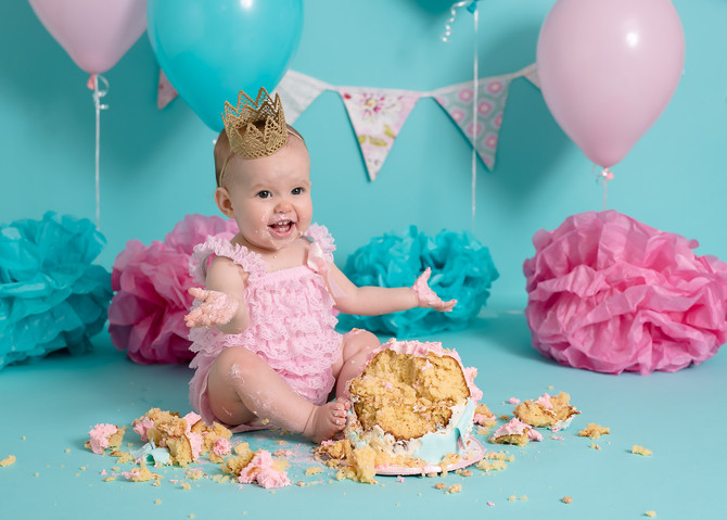 Toronto West / Mississauga East Photographer | Helena's Aqua and Pink Fête | Cake Smash