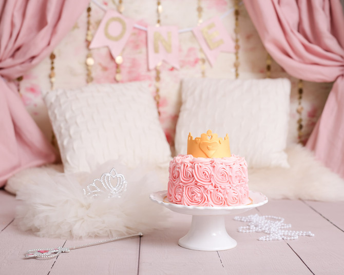 Toronto West / Mississauga East Photographer   A Perfect Princess   Cake Smash