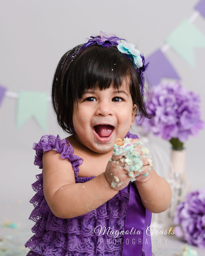Toronto West / Mississauga East Photographer | Her Favorite Colour is Purple | Cake Smash