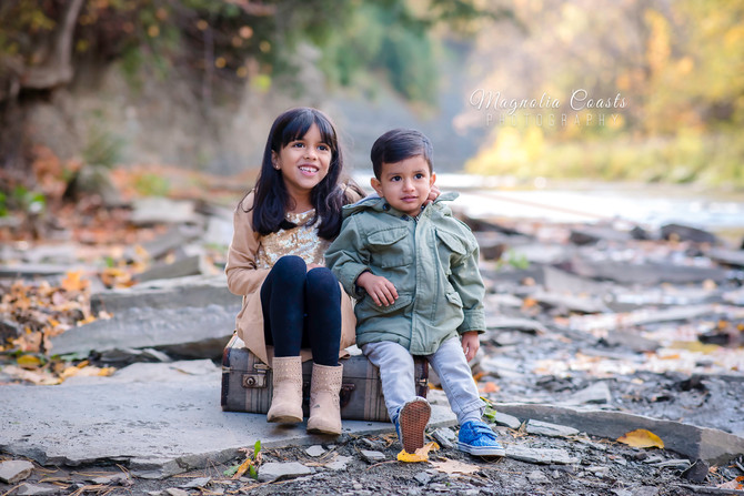 Toronto West / Mississauga East Photographer | Fun in the leaves! | Family Session