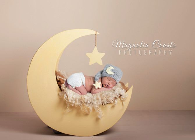 Toronto West / Mississauga East Photographer   I love you to the Moon and Back   Mississauga Newborn