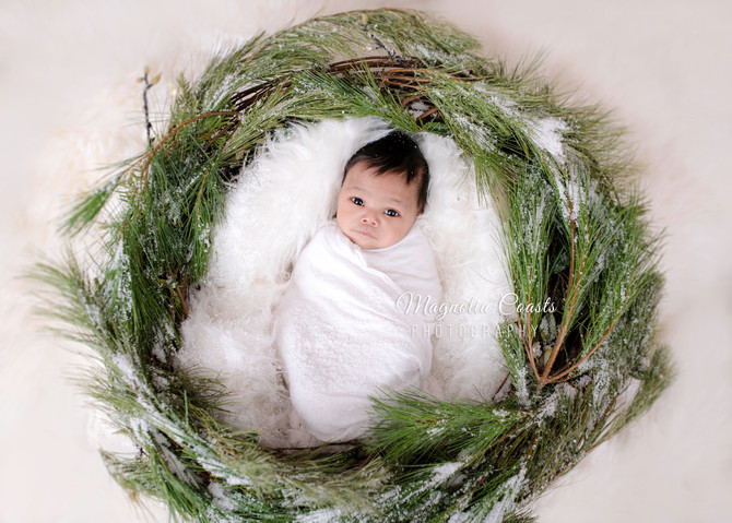 Toronto West / Mississauga East Photography | Lights & Snow for Baby Kellon