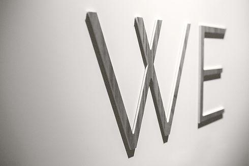 Nous Lettres mur