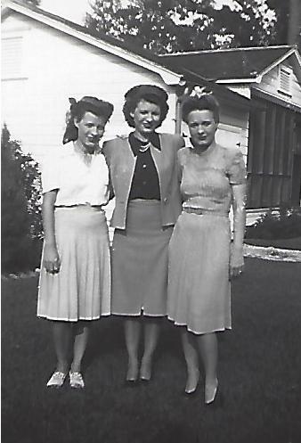 Left to right Mozelle Grace Mother.jpg