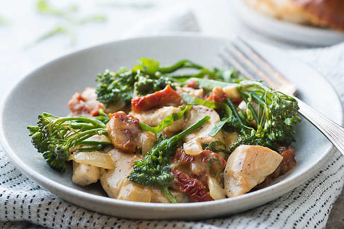 Sun-dried tomato chicken with broccolini and a roll