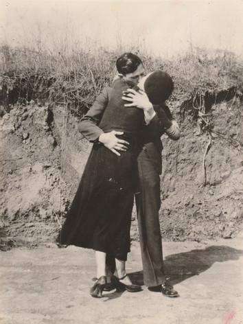 Bonnie & Clyde kissing