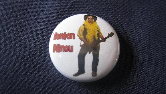 Macaron 1'' Tonton Ninou debout sur fond blanc