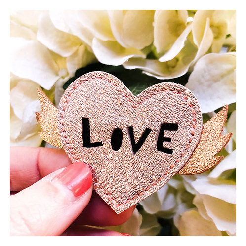 Broche Love