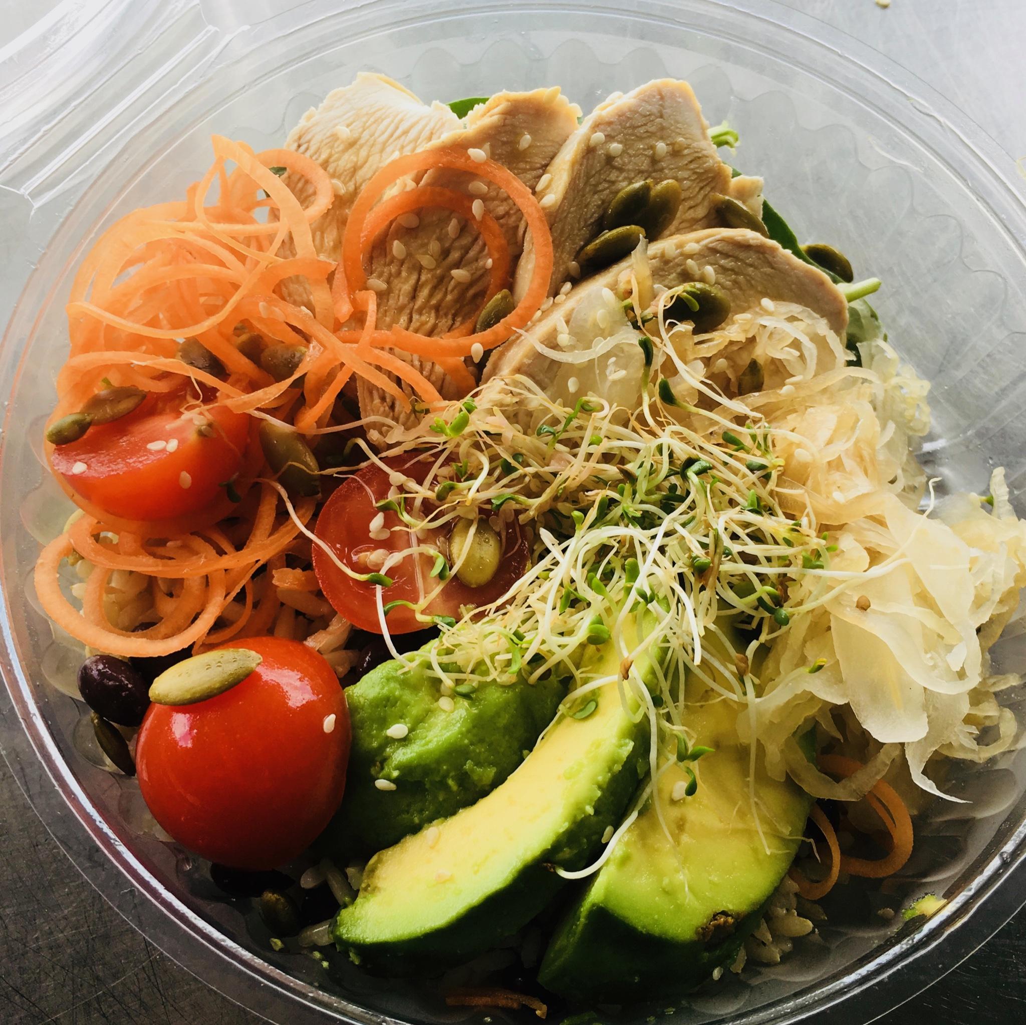 Chicken & salad bowl