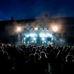 Live Fever en scène - extérieur