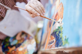 кисточка и краски - символ творчества. мы верим, талант есть у всех