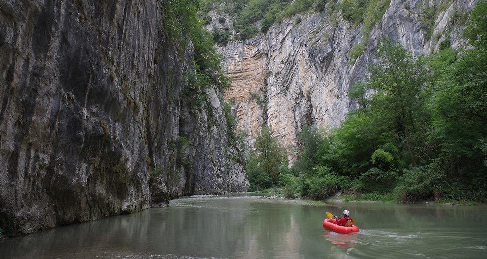 Packrafting nella Forra del Limarò, Sarche, Valle dei Laghi (Comune Vallelaghi)