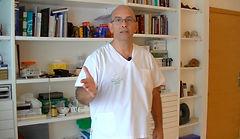 Juan Fco. Ballesteros en su consulta