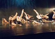 Chorégraphie de modern-jazz pendant un spectacle du Studio VDanse au pradet