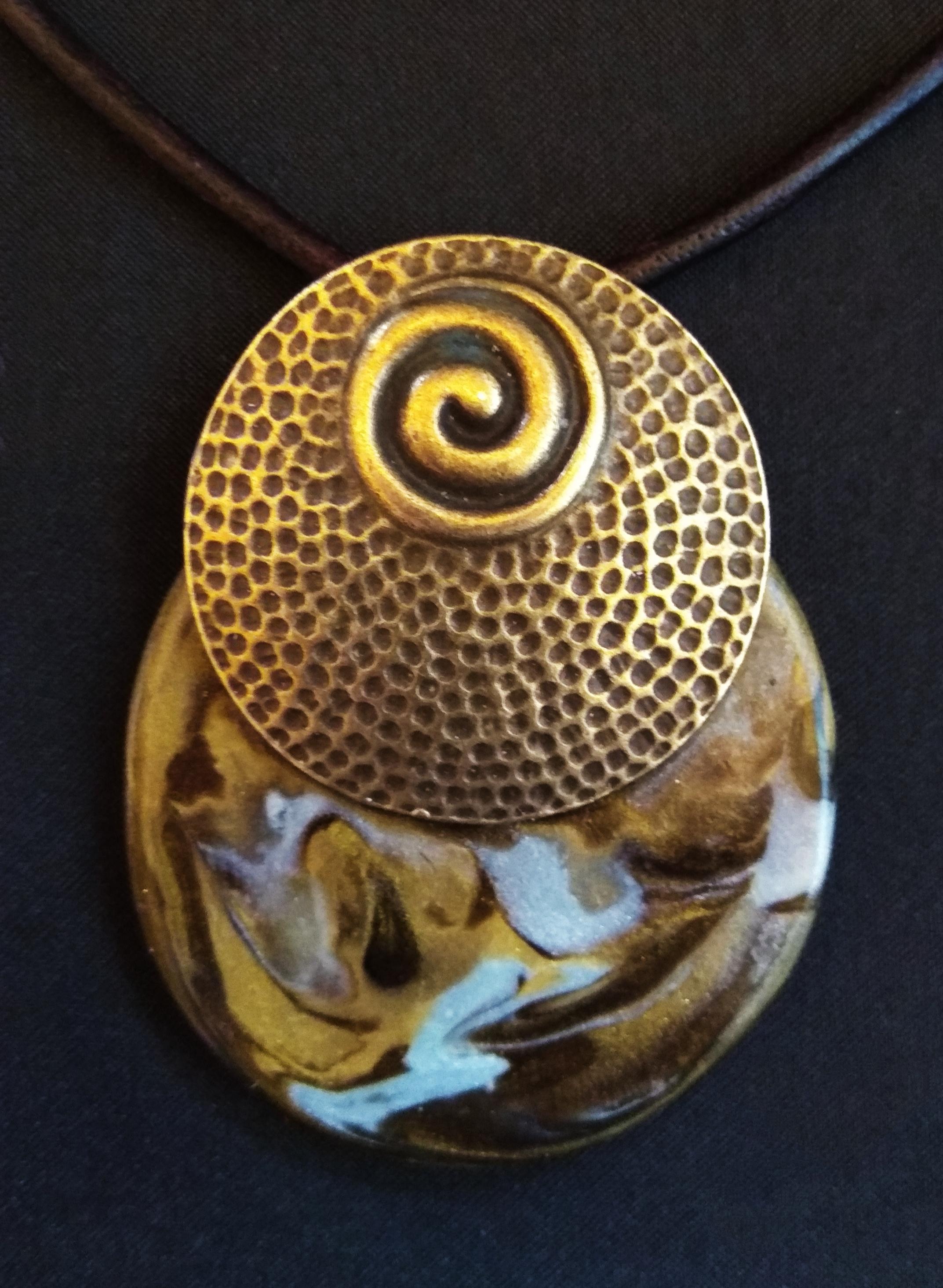 collar madera y arcilla - collier bois et résine