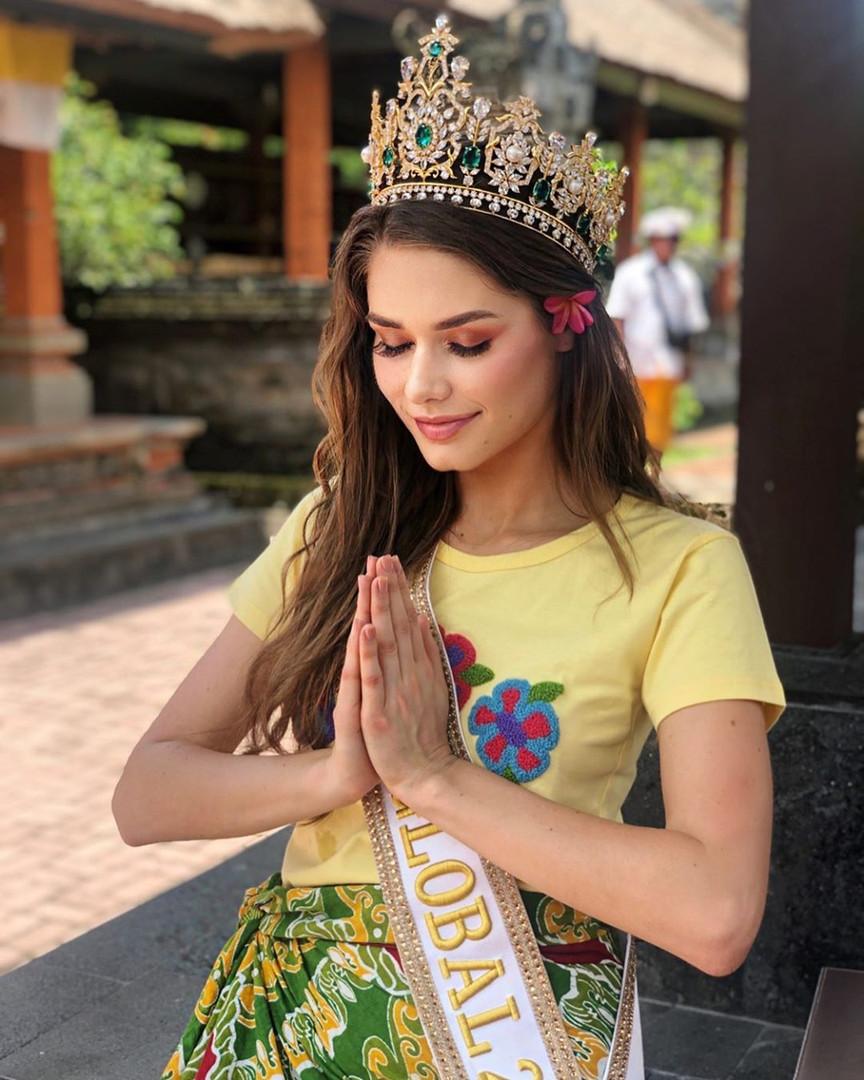Karolina Kokesova-Miss Global 2019-Royal