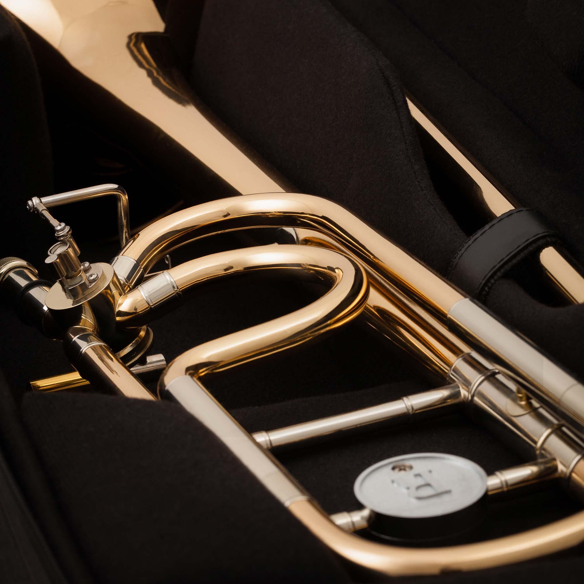 JP-Universal-Lightweight-trombone-case-MACRO-SHOT-2