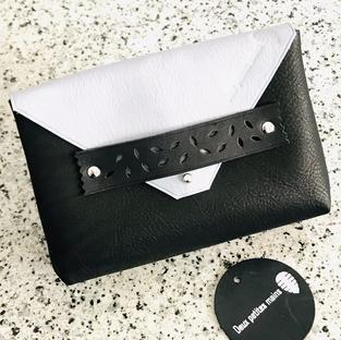 Pochette en cuir féminine noir et gris Deux petites mains