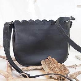 petit sac en cuir noir artisanal made in France Deux petites mains.j