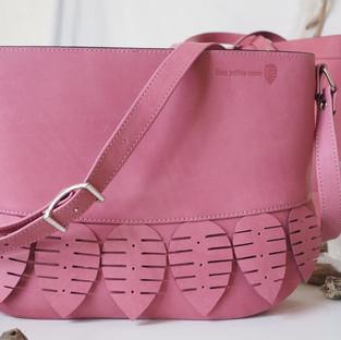 sac besace en cuir rose fait main made in France