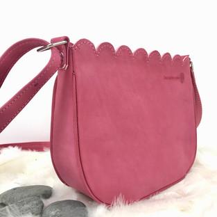Petit sac a main en cuir rose fait main Deux petites mains
