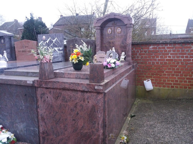 pierre tombale11.jpg