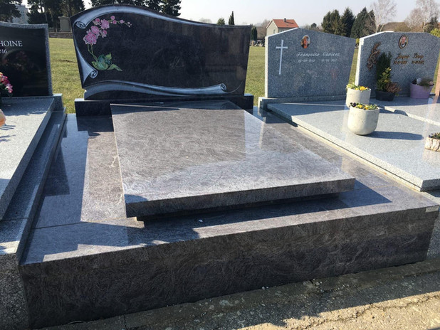 pierre tombale12.jpg