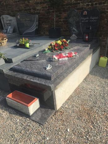 pierre tombale5.jpg
