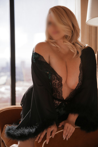 ISEESEXY_HD_Feb2020_BLUR_WEB_7.JPG