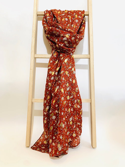 femme foulard brique fleurs dorées