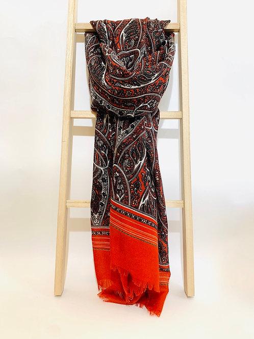 foulard motif femme rouge bordeaux