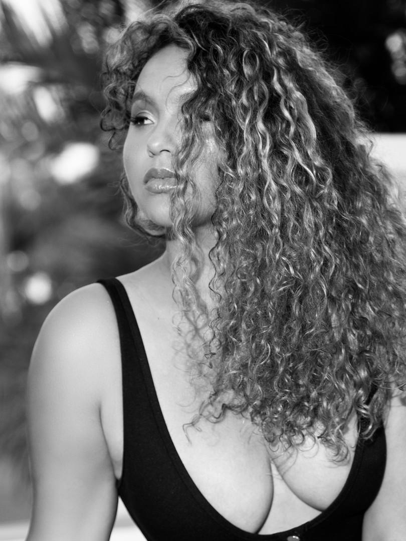 Louise - Summer Bronze 2019 - Black mono