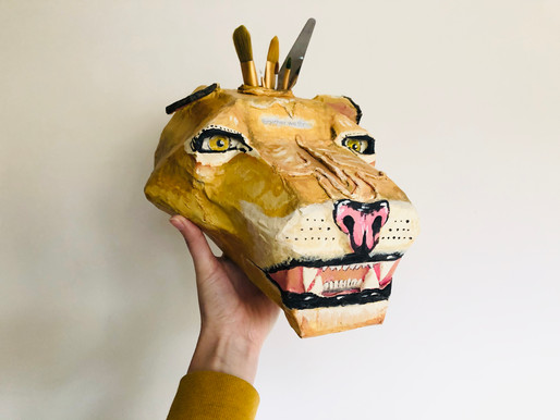 Polygonal Lion head sculpture / paint brush stand