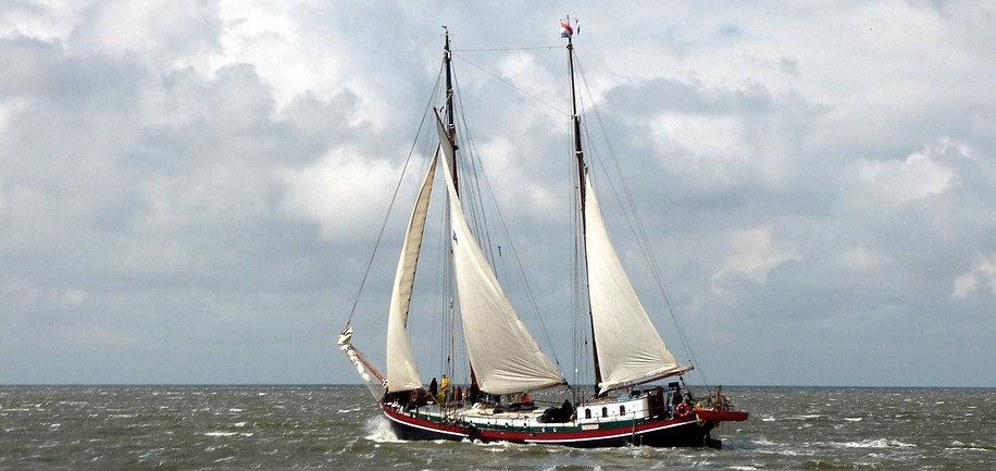 ship-117013_1280crop.jpg