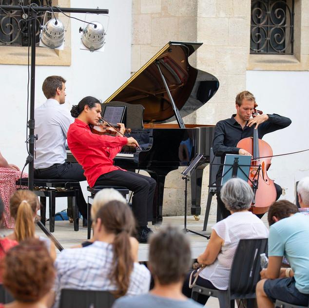 Trio Dumky de Dvorak avec Oscar Bohorquez au violon, Jeremy Genet au violoncelle et Guilheme Fabre au piano