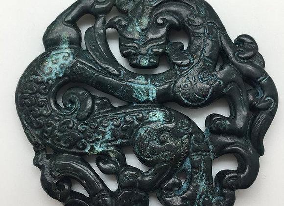 Pendentif palet pierre de jade naturelle 71x65x6mm noir sculpté 01-2