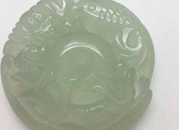 Pendentif palet pierre de jade naturelle 51x52x6mm vert sculpté AE05