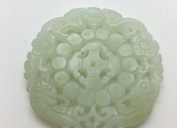 Pendentif palet pierre de jade naturelle 53x52x6mm vert sculpté AE01
