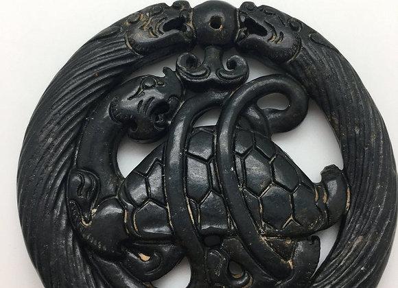 Pendentif palet pierre de jade naturelle 65x6mm noir sculpté 01-1