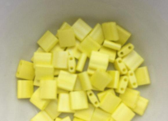5g Miyuki Tila - Opaque Yellow Matted AB - TL0404FR