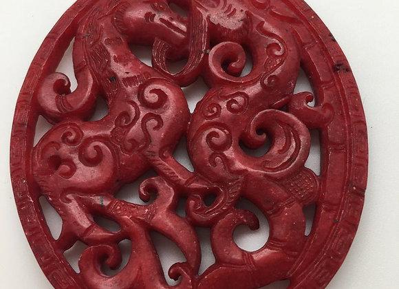 Pendentif palet pierre de jade naturelle 65x54x6mm rouge sculpté 01-3