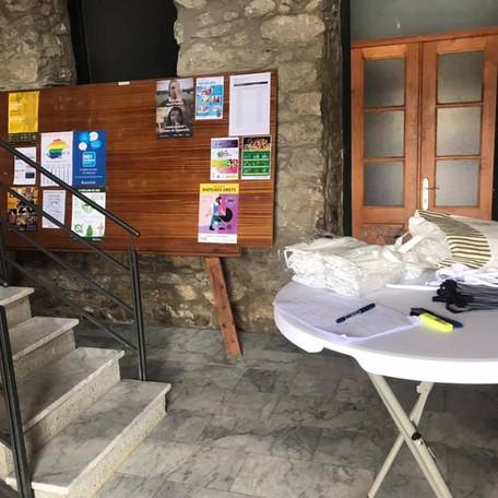 L'Ajuntament reparteix gratuïtament més de 500 mascaretes entre la ciutadania i botigues