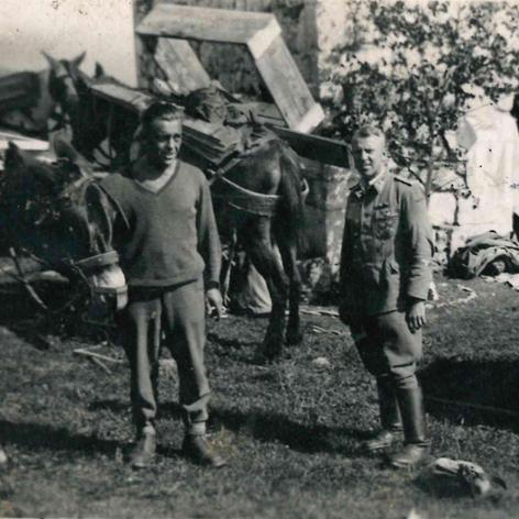 Soldat alemany a l'ermita de santa Margarida de Coll d'Ares.