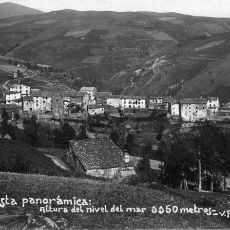 Vista del poble de Molló.