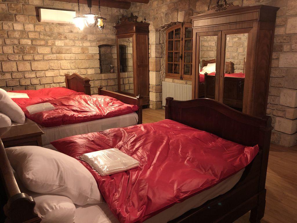 chambre-double-gite-chateau-rousset-hebergement