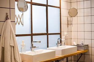 woodah-boutique-hostel-bathroomsink-web.