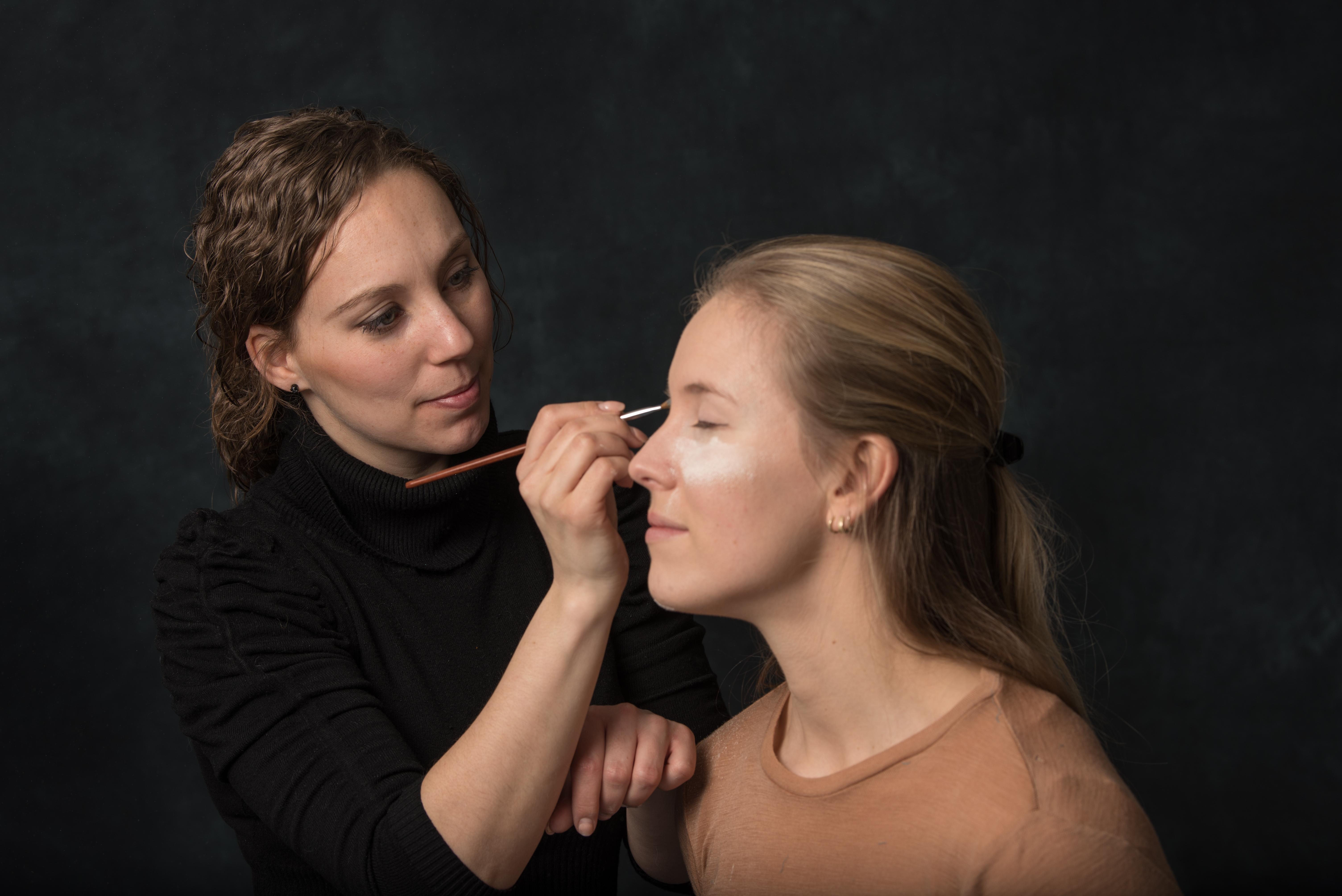 Extreme make-up