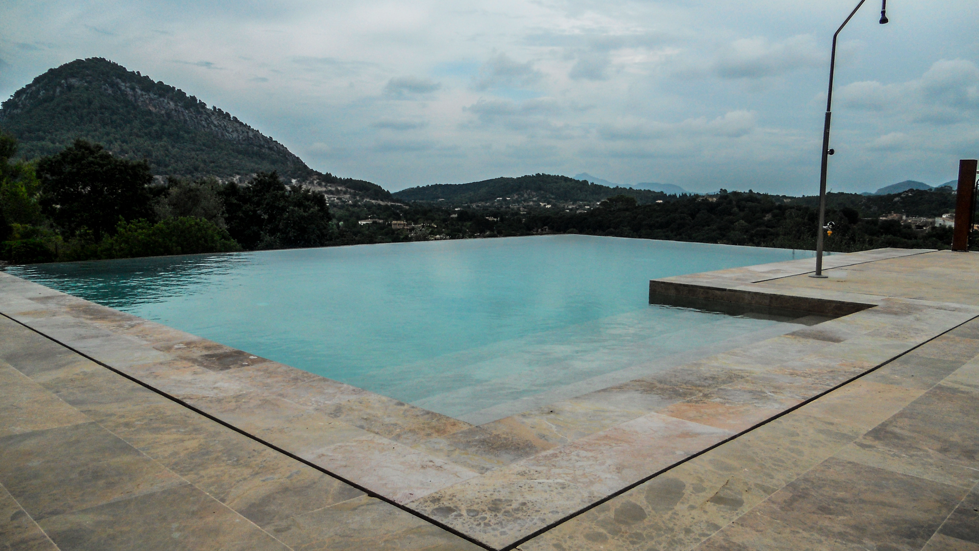 Antoni-Gost-Infinity-pool