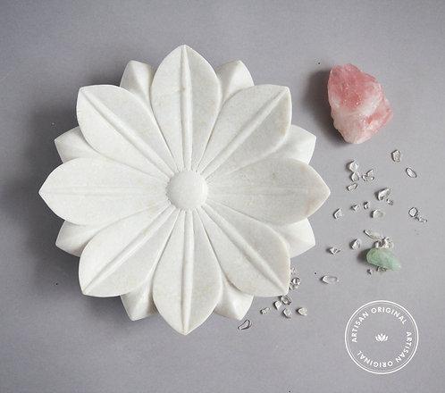 Lotus Urli (Medium)